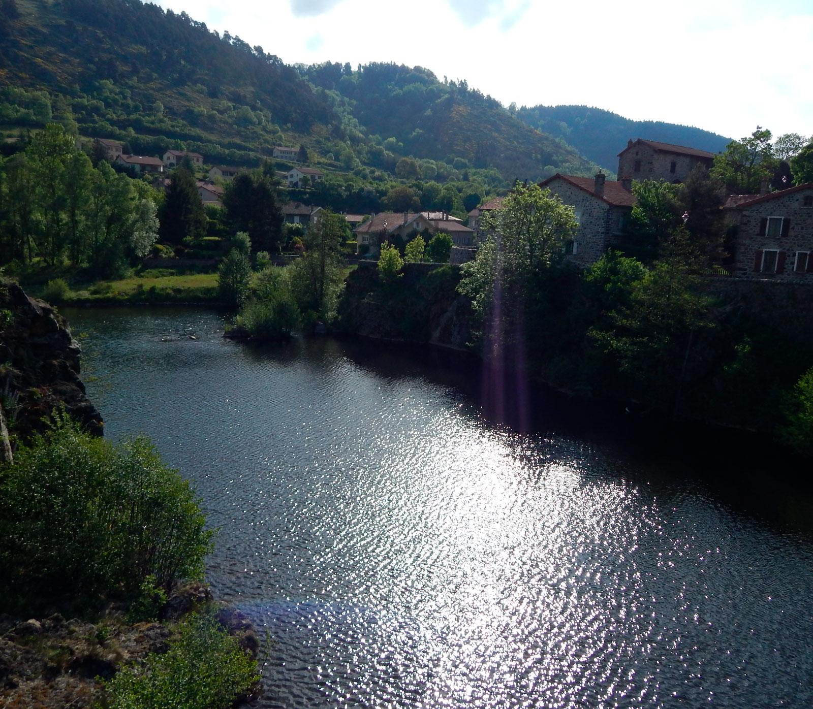 loire village goudet